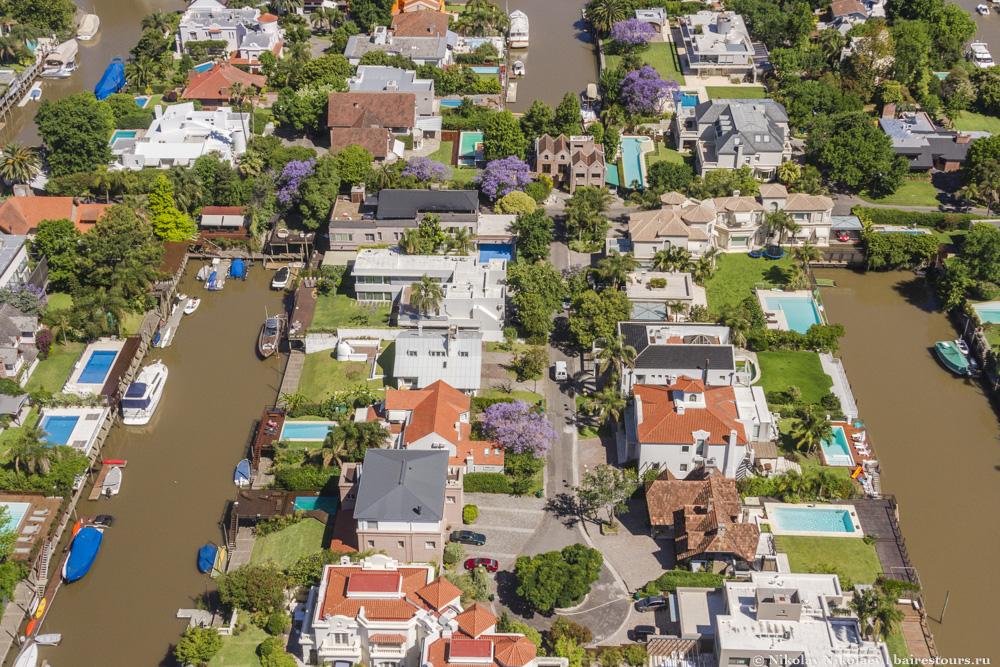 6. Зато чуть ближе к Буэнос-Айресу располагается Сан-Исидро – место, которое особенно впечатляет с неба: небольшая часть города стоит на воде, и живется тут очень неплохо.