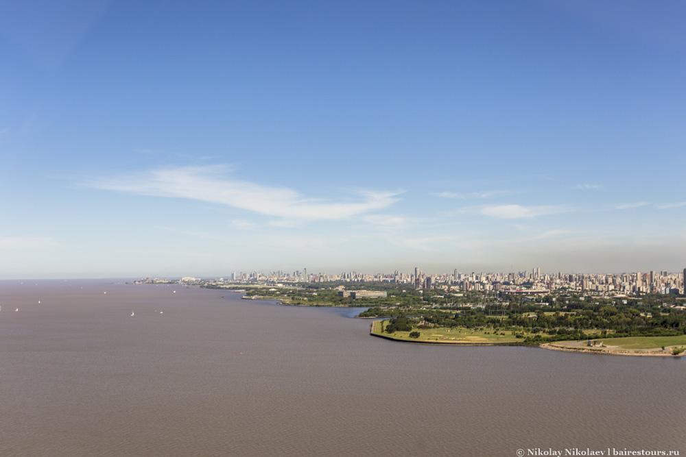 13. Находясь в Буэнос-Айресе, трудно поверить, что город находится у большой воды. Большую прибрежную часть города занимает порт, т.е. явно не туристическое место, и воды приезжие практически не видят.