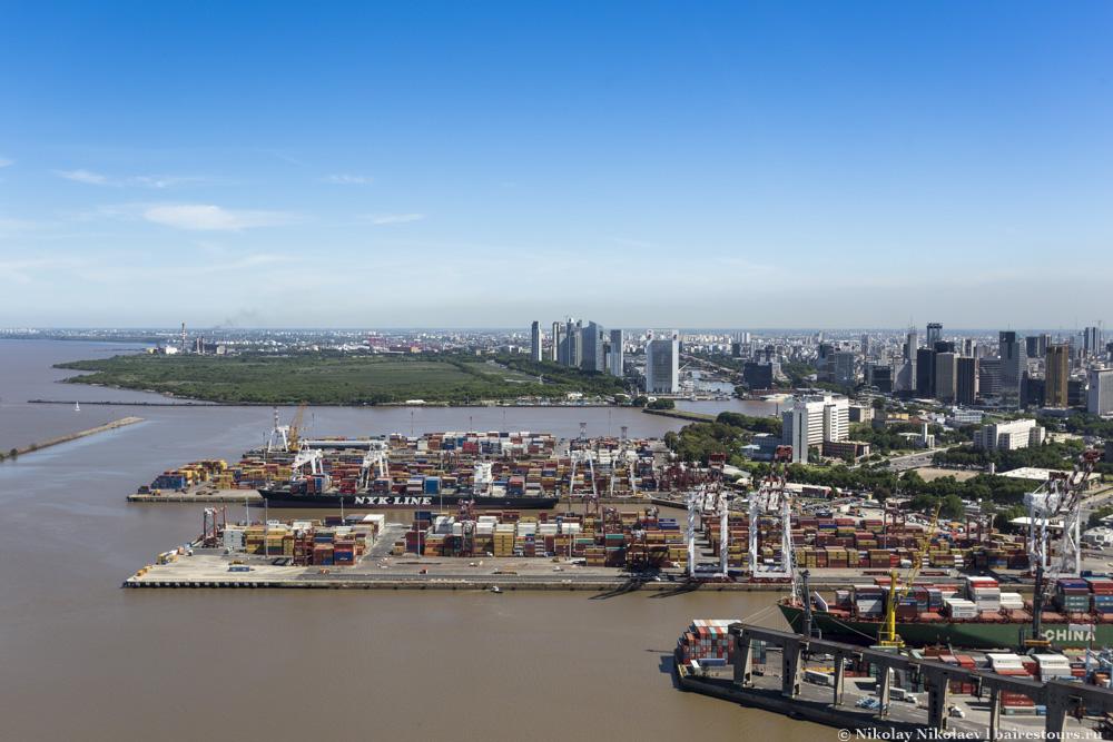 27. За портом виднеется Puerto Madero – тоже некогда порт Буэнос-Айреса, превращенный в самый дорогой район города.