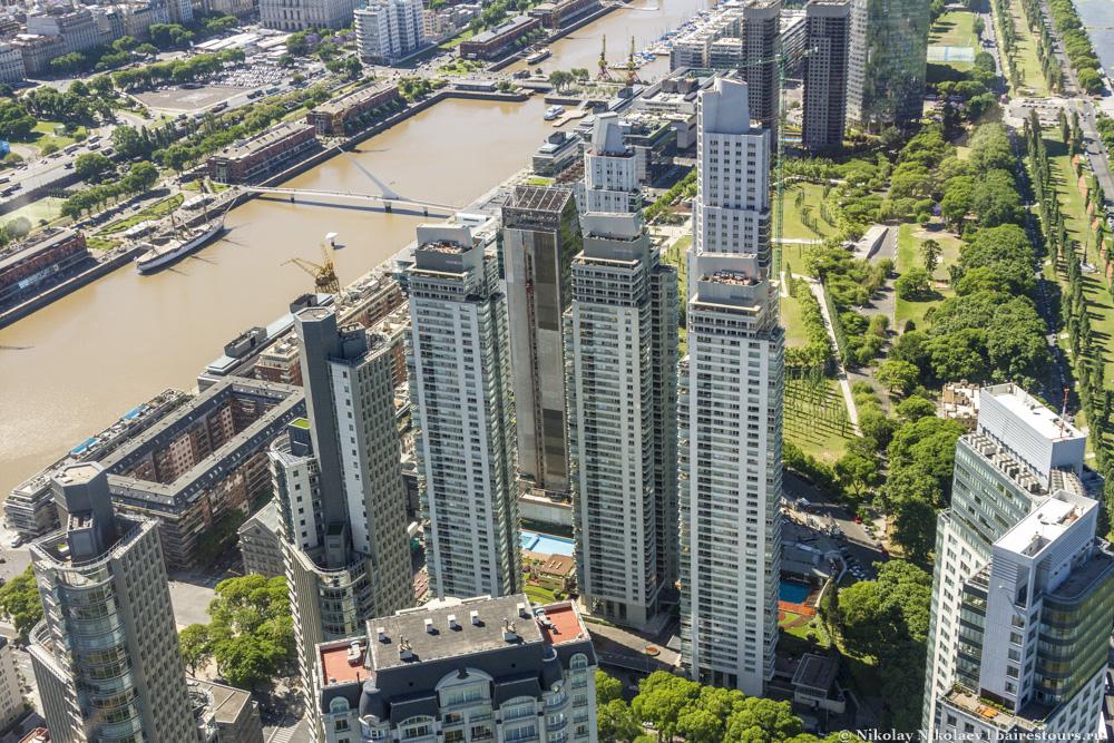 32. Больше похоже на какой-нибудь современный город юго-восточной Азии.