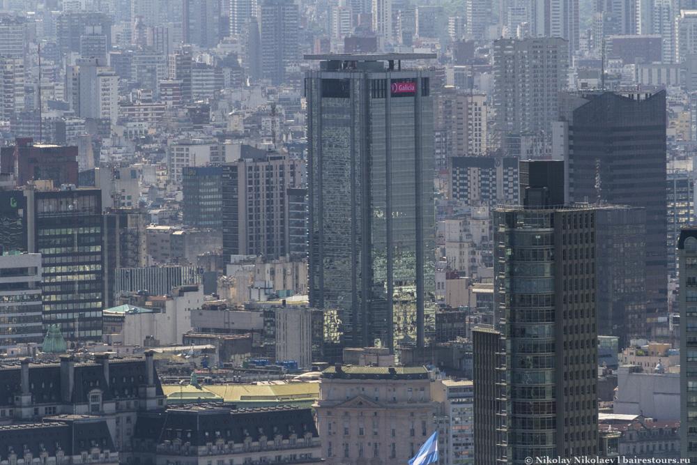 45. Одна из самых впечатляющих башен города.