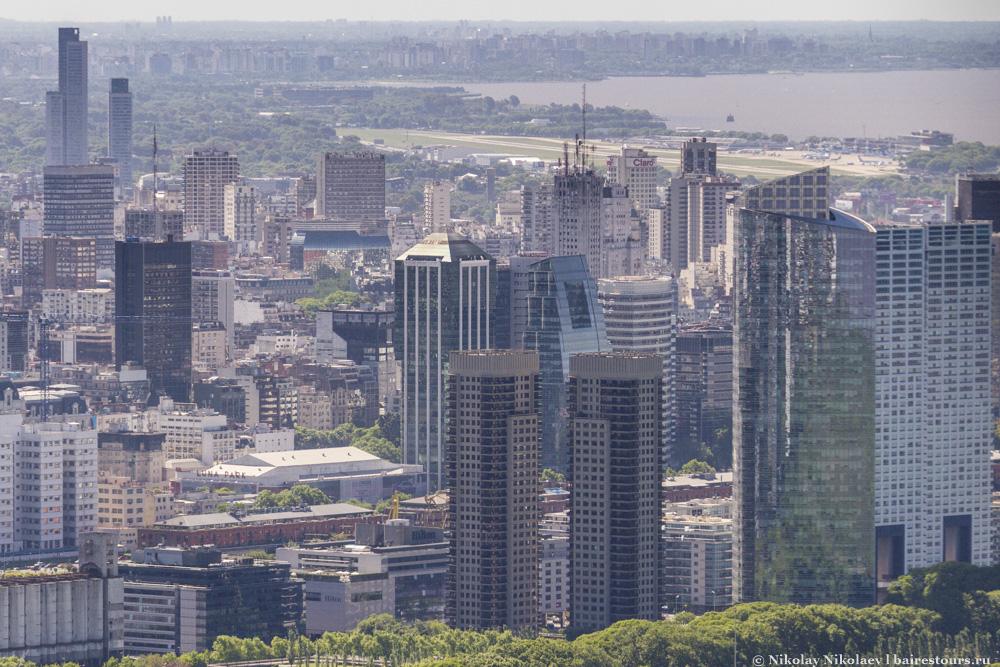 46. Тут хорошо видно насколько менее зеленый город в самом центре. К сожалению, в коммерческой части города почти нет парков, и зелени тоже очень мало.