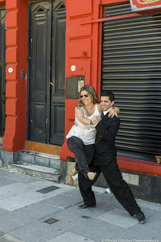 5. Продолжить стоит фотосессией в откровеннох позах с танцорами танго, можно даже попробовать сделать пару па.