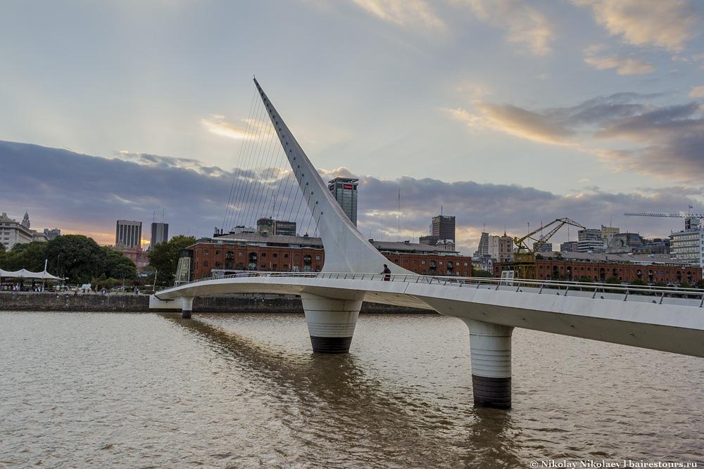 13. Что такого особенного в этом мосту я до сих пор не могу понять. Да, мост красивый, но не настолько уникальный, чтобы превращать его в одну из главных достопримечательностей города.