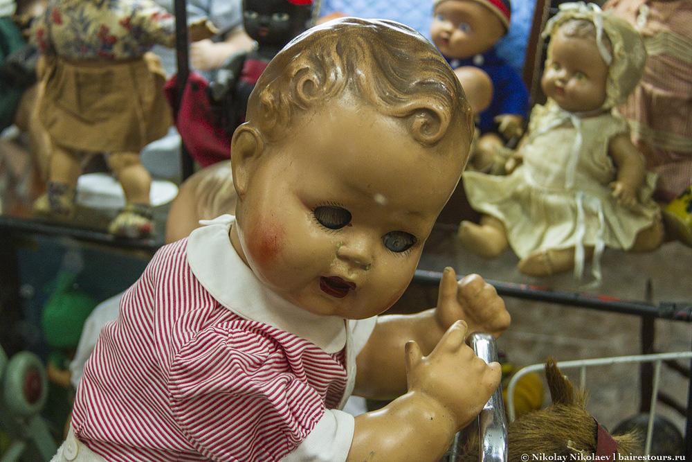 19. Например, куклу для фильма ужасов.