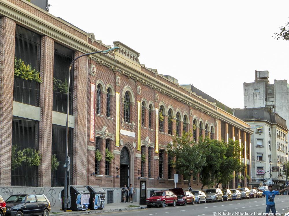 30. На этом фоне даже музей современного искусства выглядит не столь примечательным – это еще одно доказательство того, что Буэнос-Айрес сам по себе музей под открытым небом.