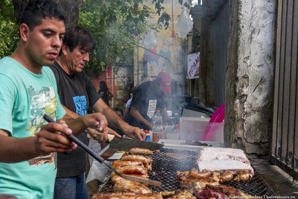 39. Мясо можно кушать не только в ресторанах, но и прямо на улице.