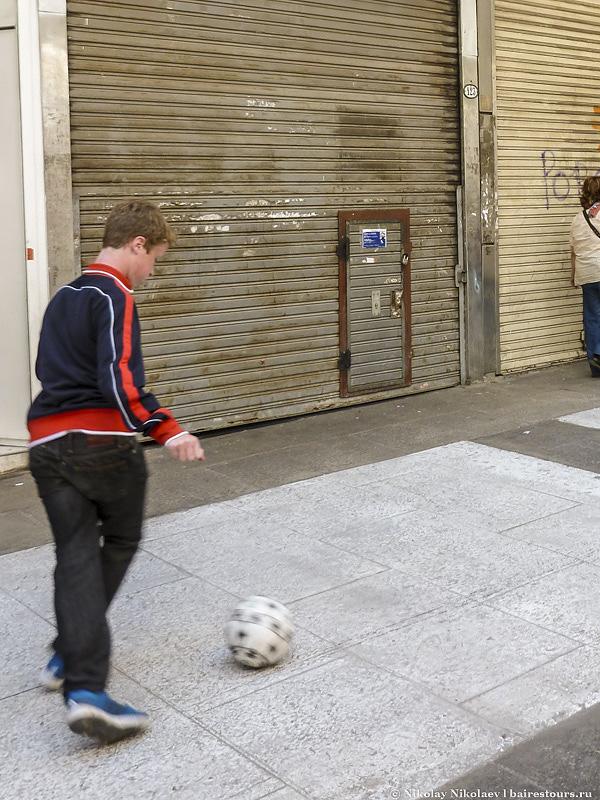 63. Современный Сан-Тельмо – это футбол...