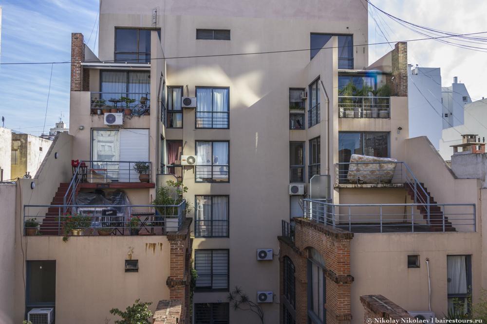03. Довольно типичный для Буэнос-Айреса вид из окна в окна соседей