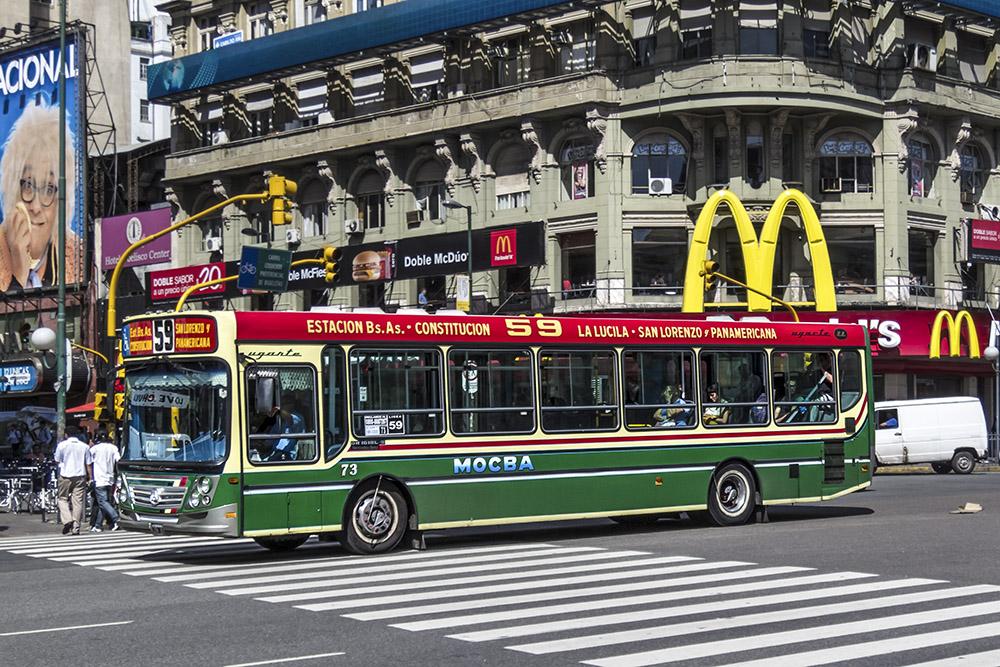 7. Автобусы в Аргентине называются colectivos и выступают основным городским транспортом столицы. В Буэнос-Айресе более 200 маршрутов.