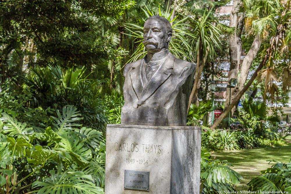 2. Создателем ботанического сада является француз Карлос Тайс, с чьим именем связаны практически все парки города. За свою жизнь он сильно преобразил облик Буэнос-Айреса.