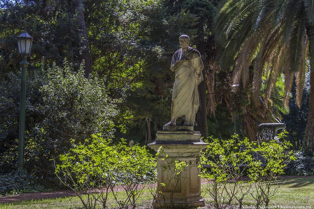 4. Сейчас же ботанический сад – одно из самых умиротворенных и изящных мест города, благодаря во многом большому количеству очень красивых скульптур.