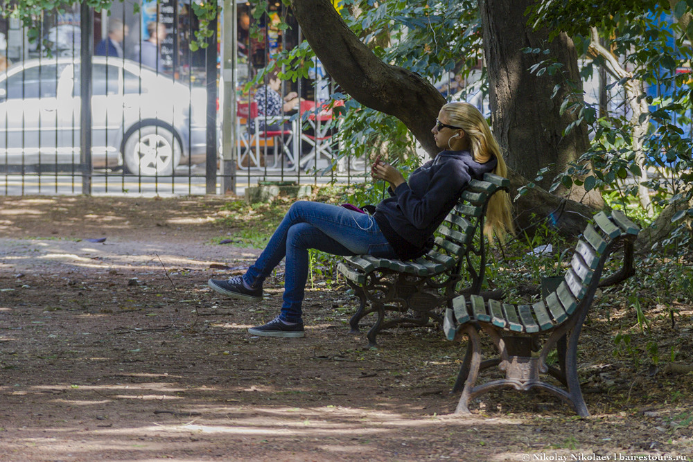 10. Изначально ботанический сад создавался больше из научных побуждений, но в данный момент он также является излюбленным место отдыха горожан, поскольку вход сюда бесплатный да и лавочек тоже предостаточно.