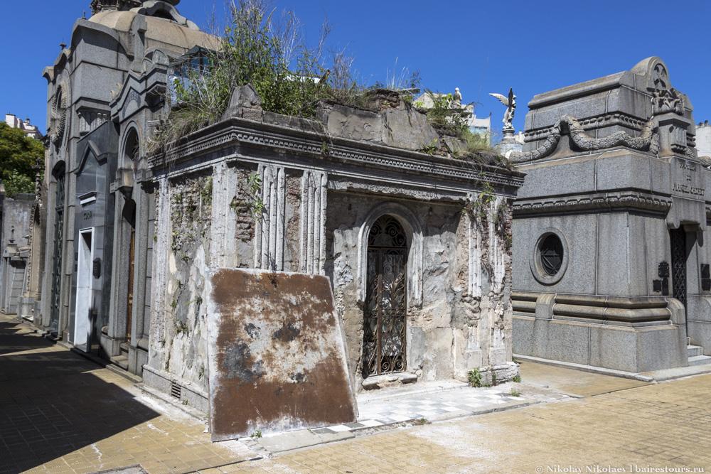 23. Вот еще один пример запущенного дома после жизни.