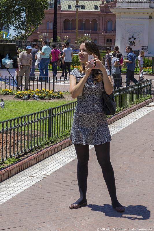 14. Но туристам вполне нравится, все фоткаются и на фоне дворца, и на фоне бомжей.
