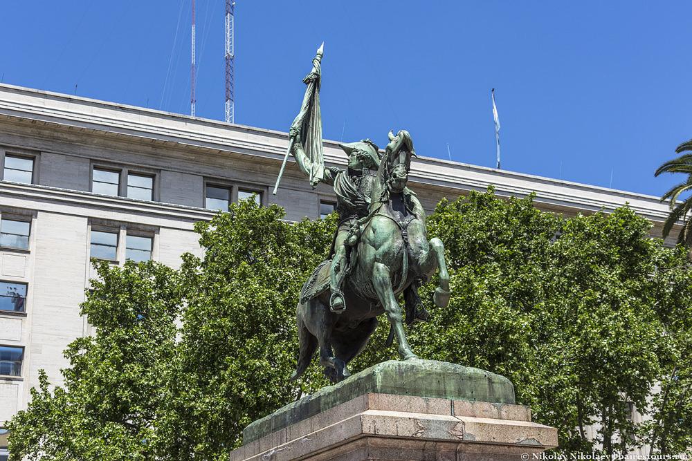 15. Генерал Белграно – человек, который не только ездил на коне, но и создал флаг Аргентины.
