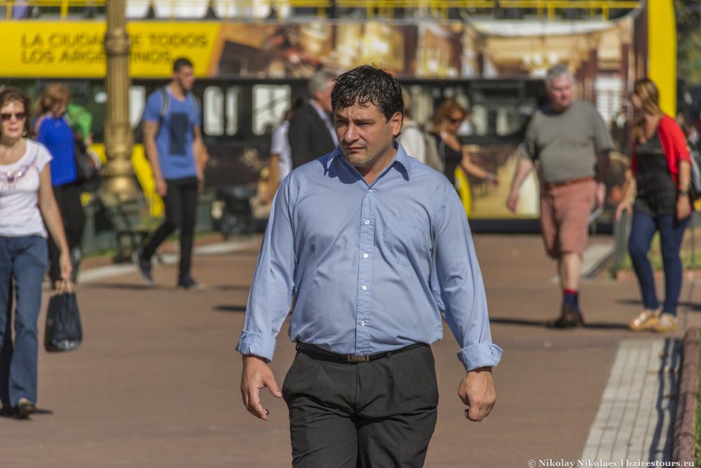 20. Люди идут с работы или на работу, а это для аргентинцев самое страшное наказание.