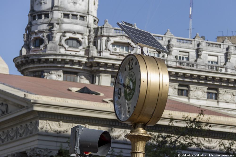 22. Есть даже элементы современной цивилизации в виде солнечных батарей.