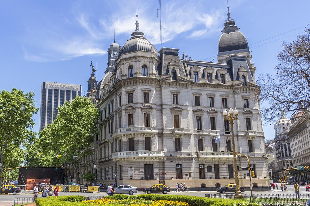 28. А тут заседает мэрия Буэнос-Айреса.