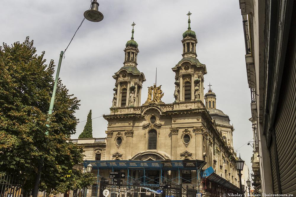 58. …среди памятников истории. Одна из красивейших церквей города базилика святого Франциска.