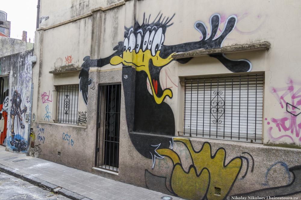 21. Граффити практически нет на основных улицах, зато в переулках можно найти много интересных и забавных работ.