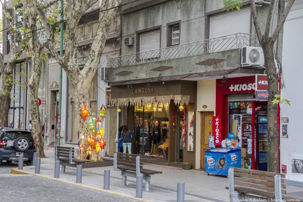 28. Помимо одежды тут масса всяких необычных магазинчиков, от магазинов вещей из коровьих шкур до магазинов бумаги или мыла.