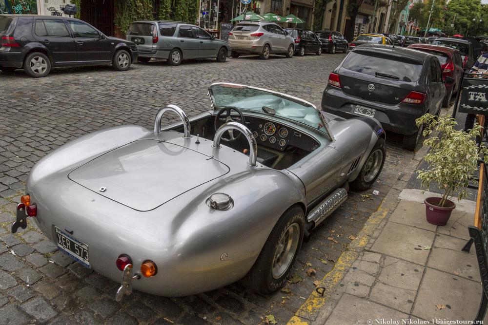 30. В Буэнос-Айресе очень мало мест, где можно встретить что-то подобное, просто припаркованное на улице в месте без какой-либо специализированной охраны. Этим Палермо сильно отличается от большей части Буэнос-Айреса.