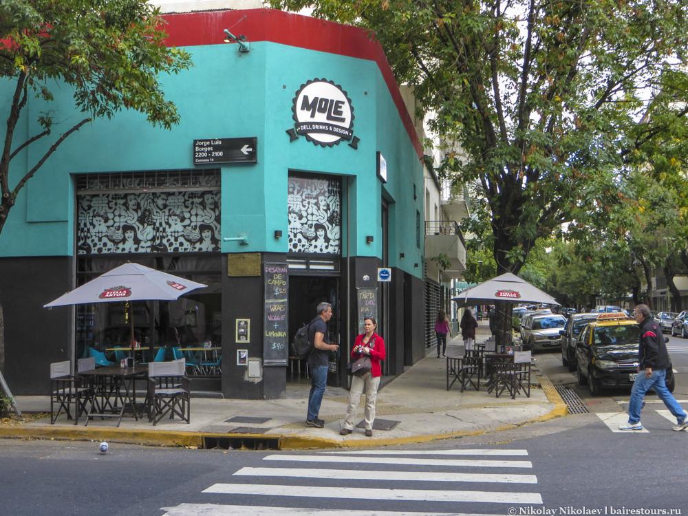 33. О Буэнос-Айресе любят говорить, что этот город никогда не спит, но особенно это ощущается именно здесь.
