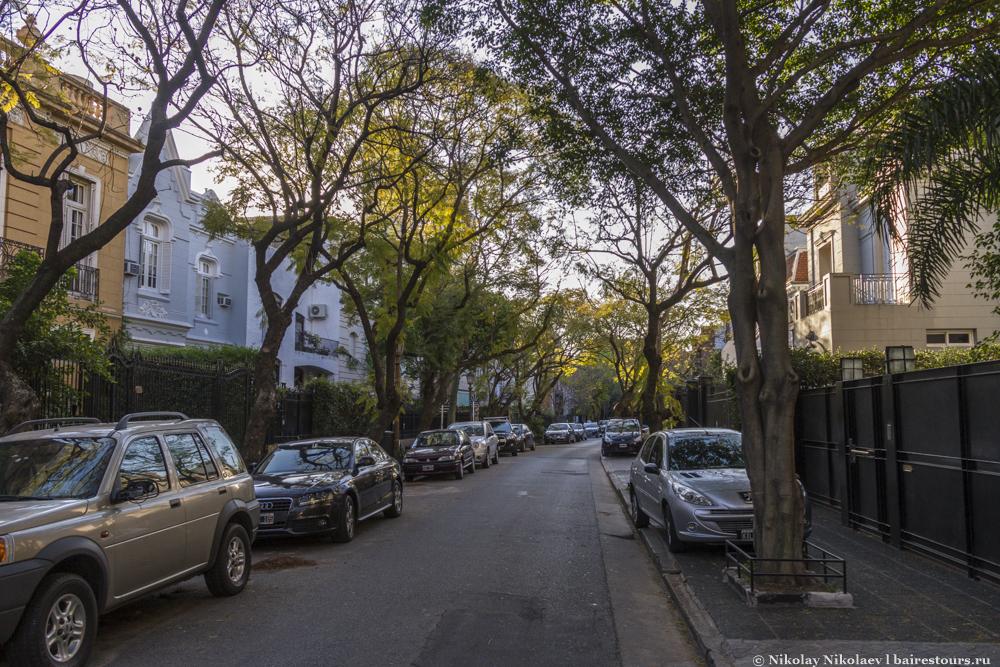 41. Палермо Чико довольно тихий и один из самых безопасных в городе, на каждом углу с заборов свисают грозди камер, да и будок охранников тут очень много.