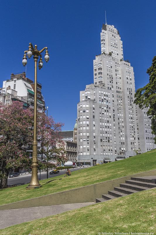 6. Это был первый жилой небоскреб Буэнос-Айреса и по тем временам считался невероятно современным зданием.