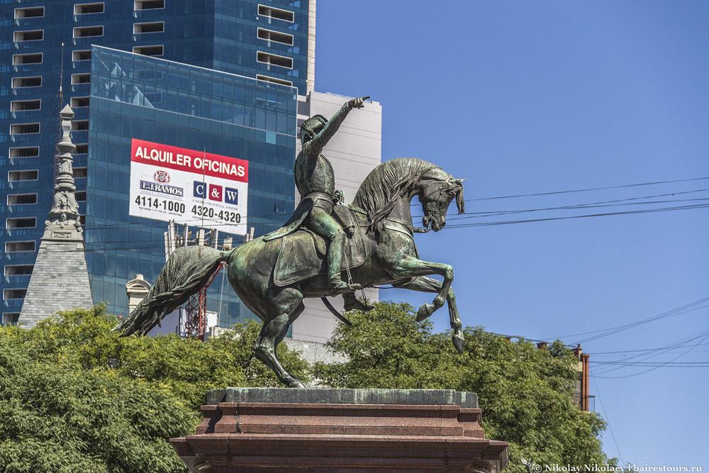 15. Человек на лошади, таких в Буэнос-Айресе сотни :)