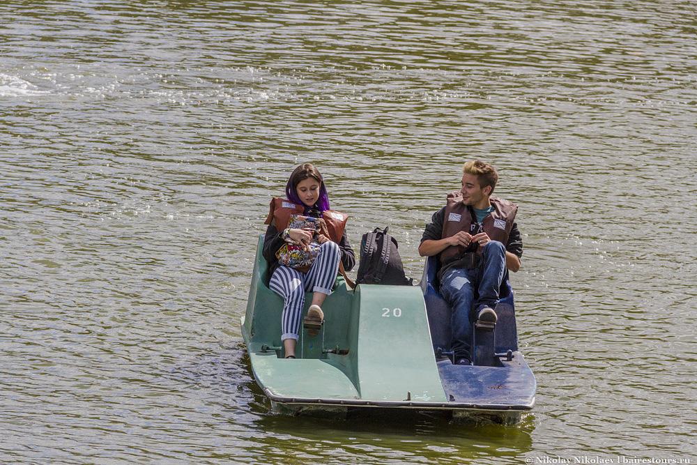 36. Это одно и главных мест отдыха жителей Буэнос-Айреса по выходным. Люди приезжают покататься на лодочках, полежать на травке либо заняться спортом.