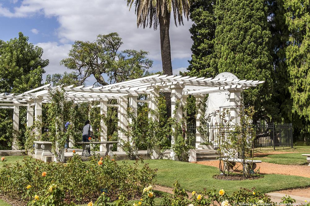 43. Розарий проектировал Карлос Тайс и его последователи, которому принадлежат практически все ландшафтные разработки в этой части Буэнос-Айреса.