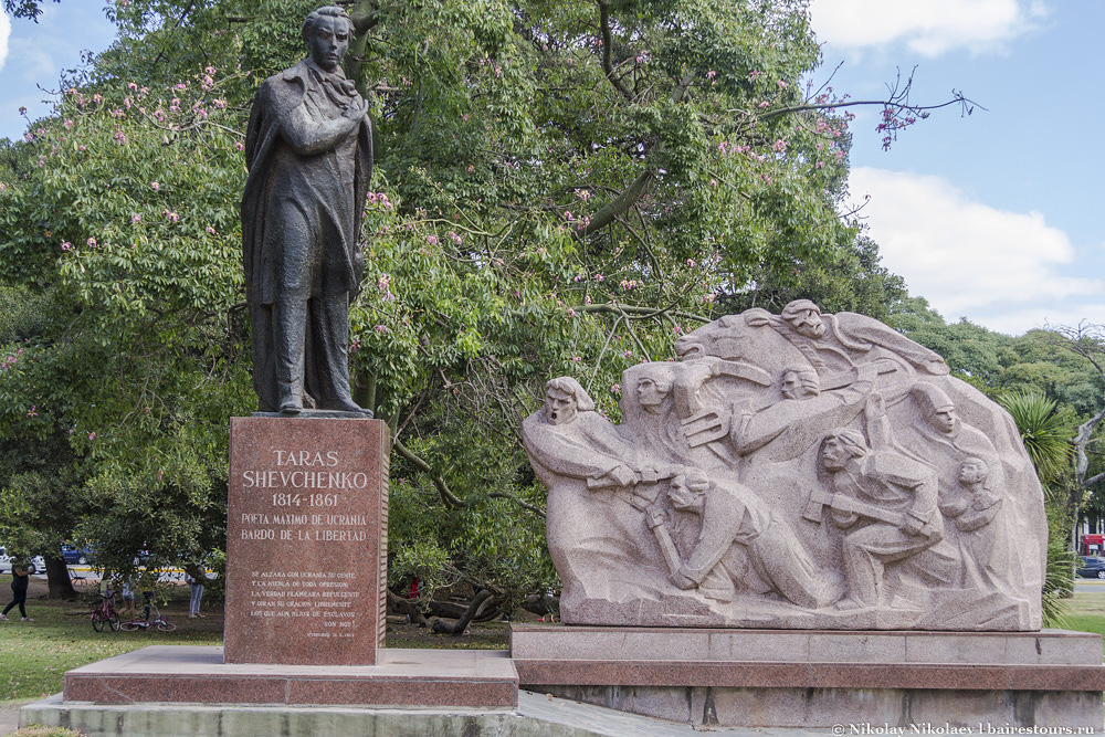57. Еще интересной находкой может стать памятник украинскому поэту Тарасу Шевченко.