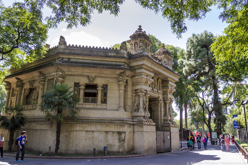 20. А вот архитектура в зоопарке замечательная. Есть много зданий, которые были построены с самого начала существования зоопарка в конце XIX века, и большинство из них содержит более чем явные восточные нотки.