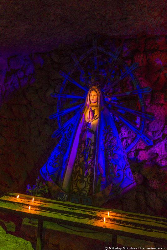 34. Есть и отдельная выставка святых Южной Америки. Эти страны настолько религиозные, что святых тут огромнейшая коллекция.
