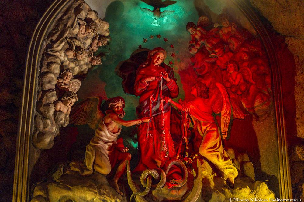 35. Почти все экспонаты пусть и не являются какими-то невероятными произведениями искусства, но выглядят очень занимательно, так что в парке будет интересно не только людям верующим, но и простым людям с религией никак не связанным.
