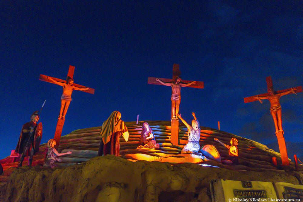 36. Ну и, конечно же, главное место в парке гора Голгофа, на которой в Иерусалиме настоящем был распят Иисус Христос, а в Иерусалиме искусственном в Буэнос-Айресе Иисус распят и по сей день.