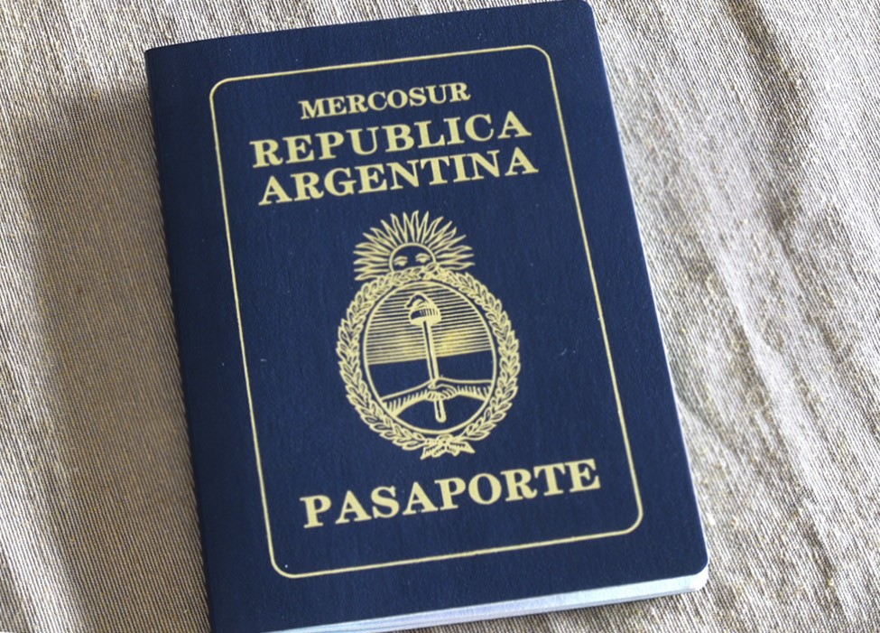 03. Один из немногих южноамериканских паспортов, с которым можно свободно ездить по Европе и относительно легко получать визу в Северную Америку.