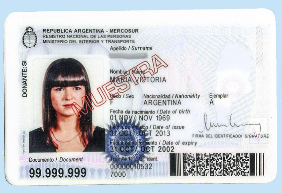 02. DNI - заветная карточка-удостоверение личности законного мигранта.