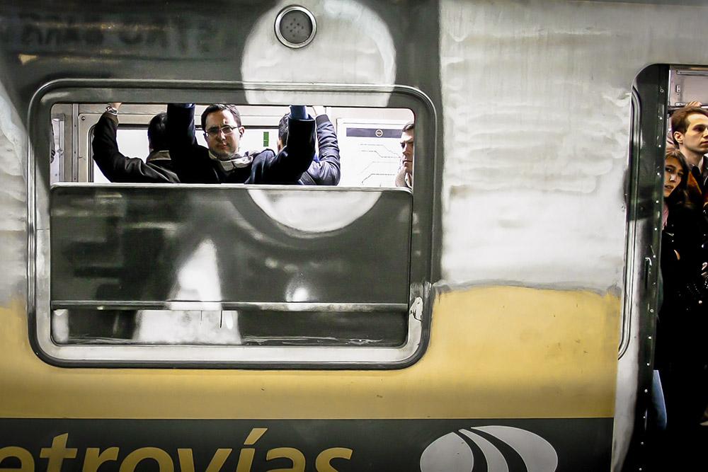 4. В метро Буэнос-Айреса всего 6 веток, которые не охватывают и трети города. Поезда часто приходится ждать от 5 до 15 минут.