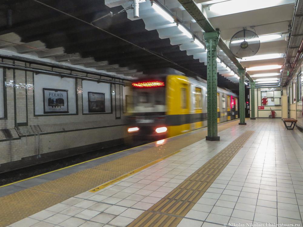 5. Все же на метро в Буэнос-Айресе стоит прокатиться хотя бы потому, что ряд станций – настоящие исторические достопримечательности. Конечно, это не Москва, но все равно интересно.