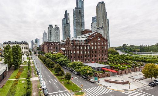 02. Дорогущих отель Faena в не менее дорогом районе Пуэрто-Мадеро.