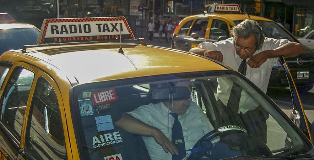 12. Несмотря на свой классический вид, транспортных компаний в Буэнос-Айресе очень много. Одной из самых надежных считается Radio Taxi.