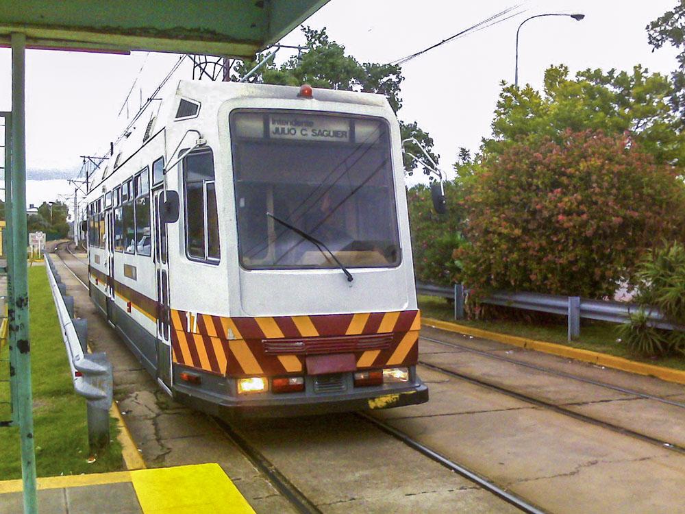 14. Единственная ветка функционирующего трамвая находится на западе Буэнос-Айреса и называется Premetro. Туда вряд ли забредет турист да и не везде в этом месте безопасно. Трудно назвать эту ветку современной.