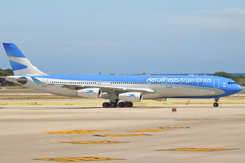 1. Межконтинентальный авиалайнер компании Aerolineas Argentinas
