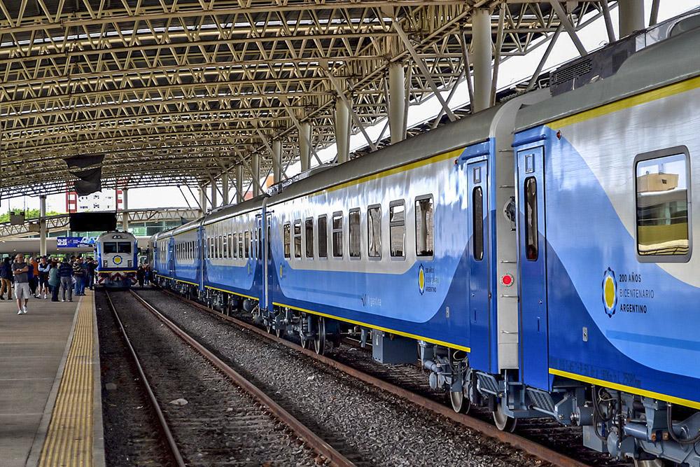 8. Один из самых новых поездов в Аргентине, курсирующий по маршруту Буэнос-Айреса - Мар дель Плата