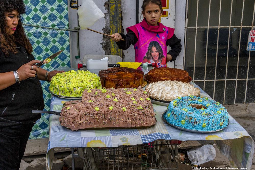 10. Шикарные торты! Посмотрите сколько крема! Такой вкусняшки я не видел за целую неделю пребывания в Буэнос-Айресе.