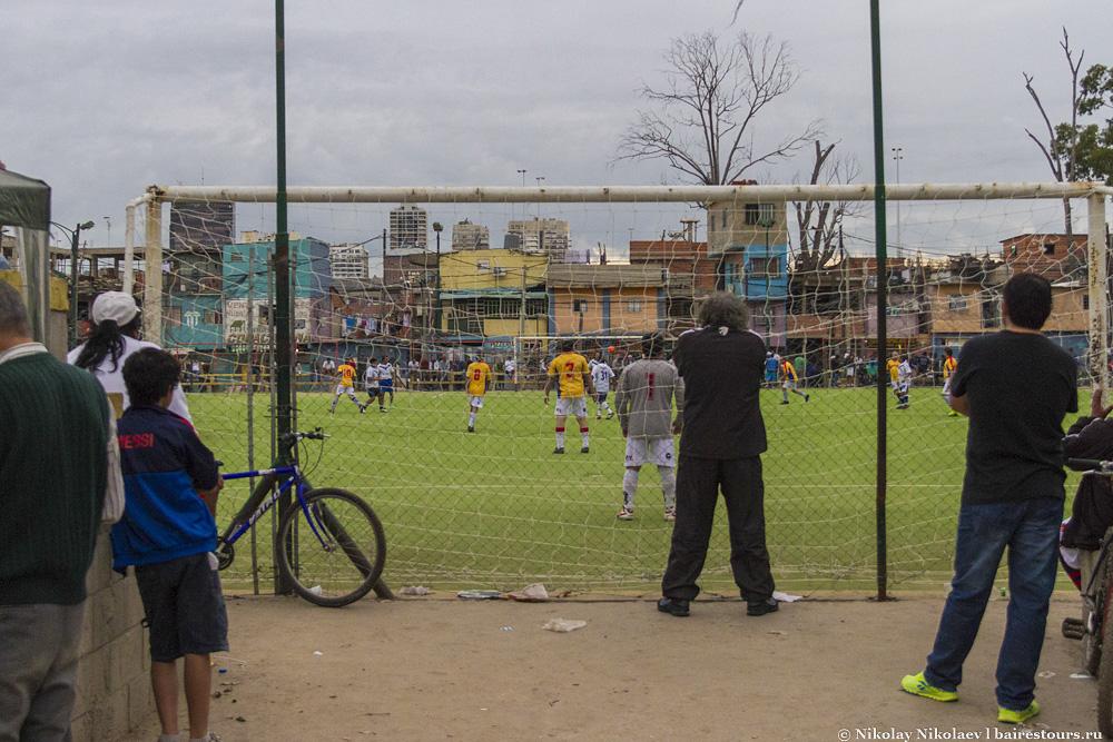 48. Центральное место, конечно же, футбольная площадка.