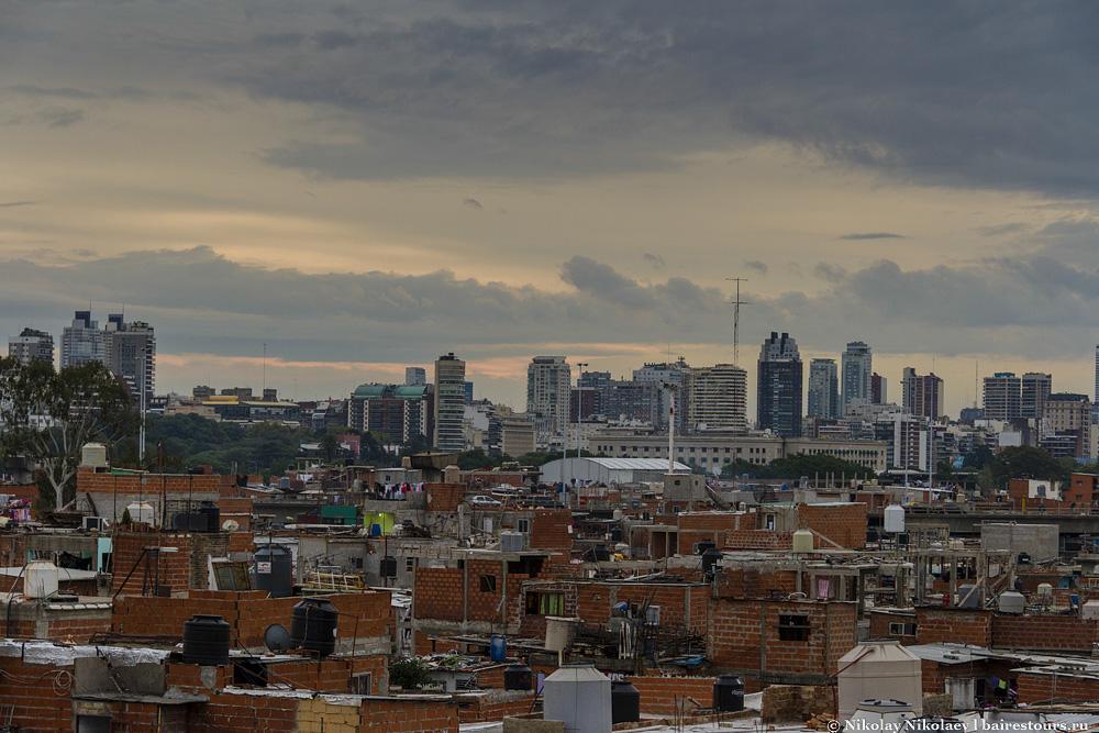 60. Таких видов не найти ни в журналах, ни на открытках. Да и 99,9% жителей Буэнос-Айреса этого не видели своими глазами и наверняка думают, что человека, сделавшего эти фотографии, растерзало стадо диких трущобных обезьян.